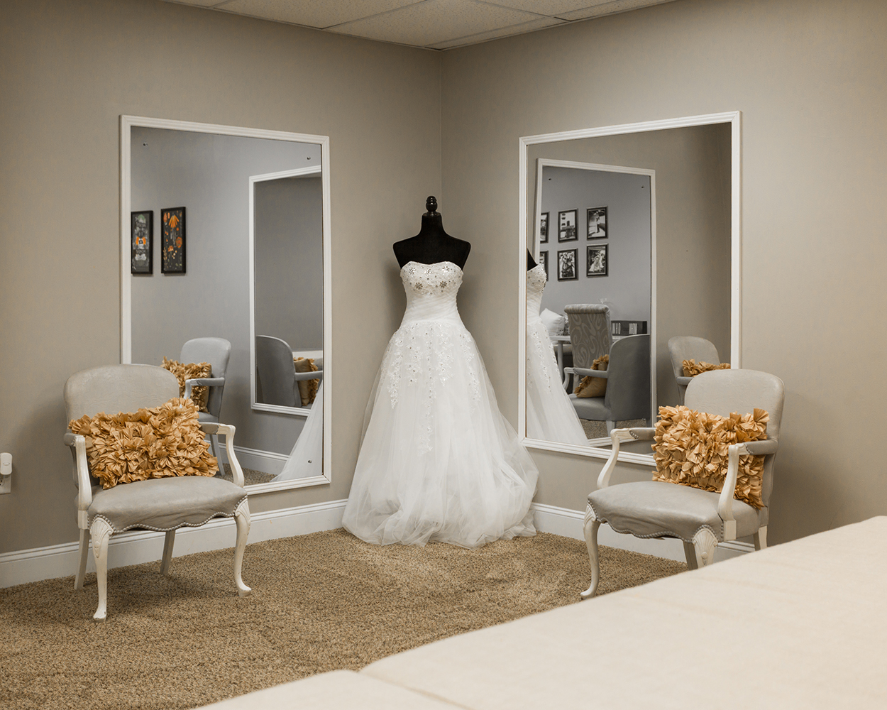 Lighthouse Knoxville - Bridal suite.